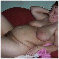 Rencontre une femme mure la quarantaine ronde aux gros seins
